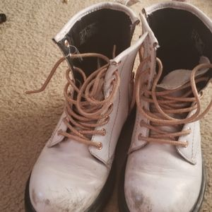 Airwaves dr. Martens boots